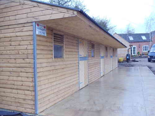 Block of 4 Stables 48ft x16ft Max